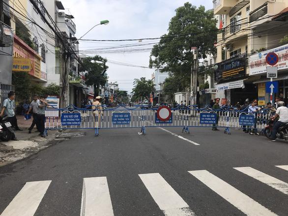 Phiên tòa xử công khai vợ chồng luật sư Trần Vũ Hải: hạn chế phóng viên dự - Ảnh 1.