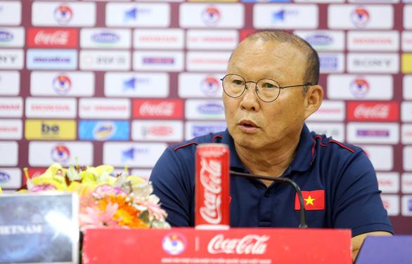 """Họp báo trước trận Việt Nam - UAE, thầy Park nhận định UAE sẽ chơi """"tất tay"""" - Ảnh 1."""