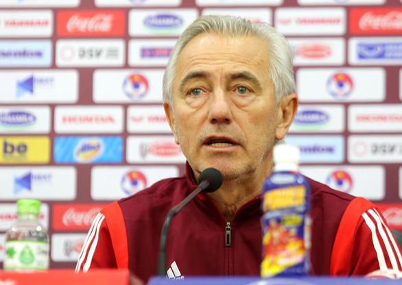 """Họp báo trước trận Việt Nam - UAE, thầy Park nhận định UAE sẽ chơi """"tất tay"""" - Ảnh 2."""