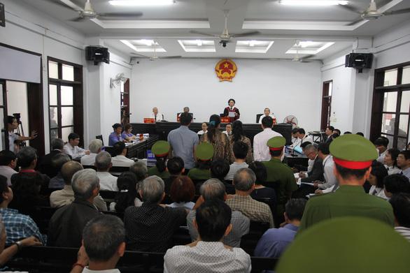 Xử vụ án trốn thuế của vợ chồng luật sư Trần Vũ Hải: luật sư phàn nàn bị tòa gây khó khăn - Ảnh 1.