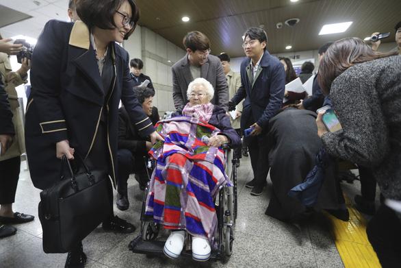Hàn Quốc bắt đầu mở phiên tòa xử vắng mặt vụ kiện 'phụ nữ mua vui' - Ảnh 1.