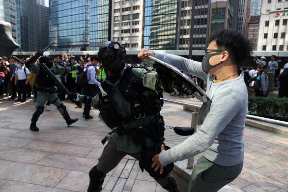 Hong Kong sơ tán sinh viên Trung Quốc đại lục - Ảnh 2.