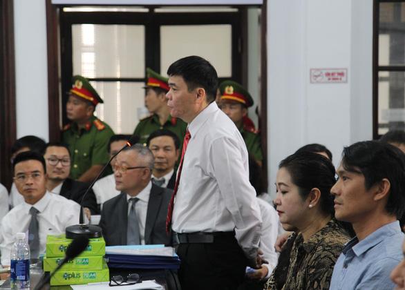 Xử vụ án trốn thuế của vợ chồng luật sư Trần Vũ Hải: luật sư phàn nàn bị tòa gây khó khăn - Ảnh 2.