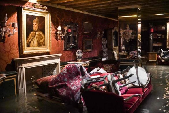 Venice đạt đỉnh triều trong 50 năm, người dân và du khách cùng khổ - Ảnh 5.