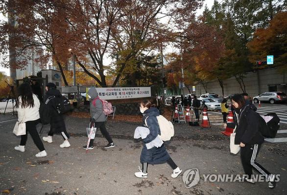 Hàn Quốc im ắng chờ nửa triệu học sinh thi đại học - Ảnh 1.
