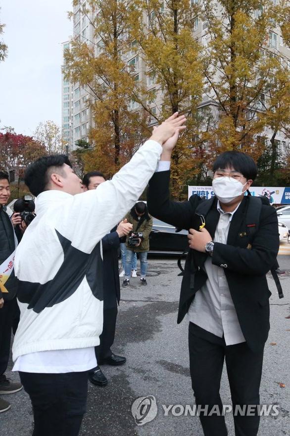 Hàn Quốc im ắng chờ nửa triệu học sinh thi đại học - Ảnh 9.