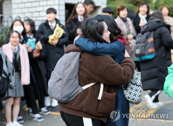 Hàn Quốc im ắng chờ nửa triệu học sinh thi đại học - Ảnh 3.