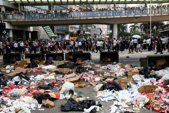 Hong Kong có thể áp lệnh giới nghiêm? - Ảnh 2.