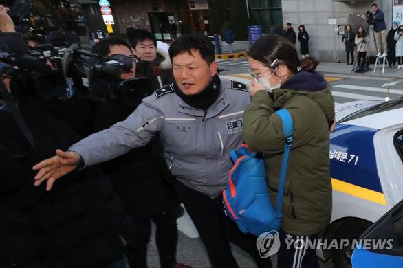 Hàn Quốc im ắng chờ nửa triệu học sinh thi đại học - Ảnh 4.
