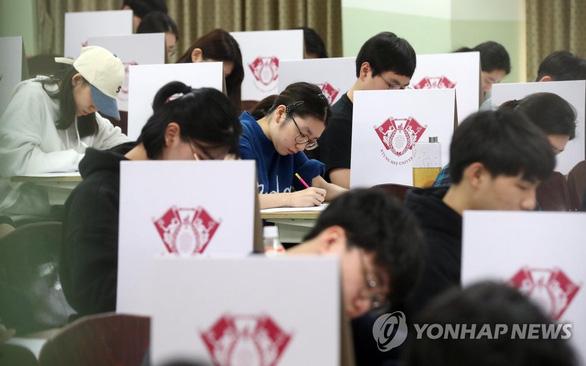Hàn Quốc im ắng chờ nửa triệu học sinh thi đại học - Ảnh 10.