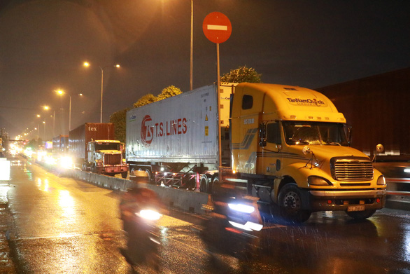 Xe tải vào đường cấm, giờ cấm ở TP.HCM phải xử lý ra sao? - Ảnh 1.