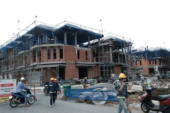 Vụ xây lụi 110 biệt thự ở quận 7: Kiến nghị chưa áp dụng biện pháp khắc phục hậu quả - Ảnh 1.