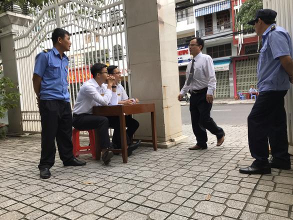Xét xử vợ chồng LS Trần Vũ Hải: tòa tiếp tục hạn chế báo chí - Ảnh 1.