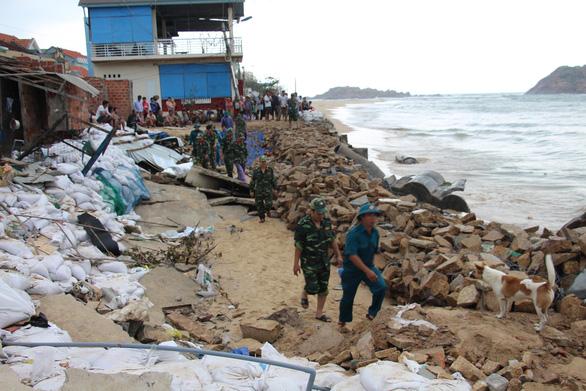 100 tỉ đồng xây lại kè biển Nhơn Hải bị bão đánh sập - Ảnh 2.