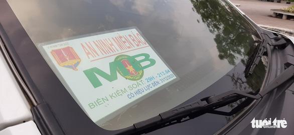 Tạm giữ ôtô 'An ninh miền Bắc' gắn đèn ưu tiên vì vi phạm luật giao thông - Ảnh 3.
