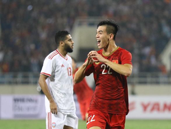 Đội tuyển Việt Nam được thưởng nóng 2 tỉ sau chiến thắng UAE - Ảnh 1.