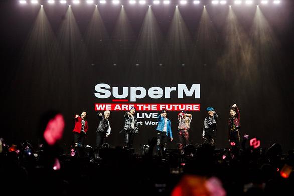 Phóng viên Mỹ nói show sao Hàn SuperM hát nhép, thế là....cãi nhau  - Ảnh 3.