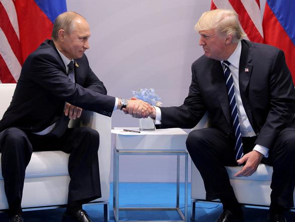 Ông Putin mời ông Trump thăm Nga dịp phô diễn khí tài quân sự - Ảnh 1.