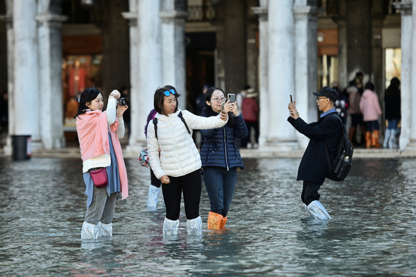Venice ban bố tình trạng khẩn cấp vì lụt thiệt hại hàng triệu USD - Ảnh 4.