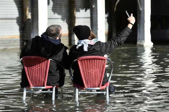 Venice ban bố tình trạng khẩn cấp vì lụt thiệt hại hàng triệu USD - Ảnh 2.