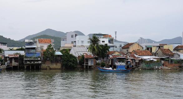 Dân thoát nạn sống treo suốt 15 năm ở cồn Nhất Trí bên biển Nha Trang - Ảnh 2.