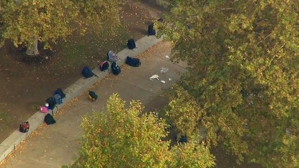 Xả súng khiến ít nhất 6 người bị thương tại trường học California - Ảnh 4.
