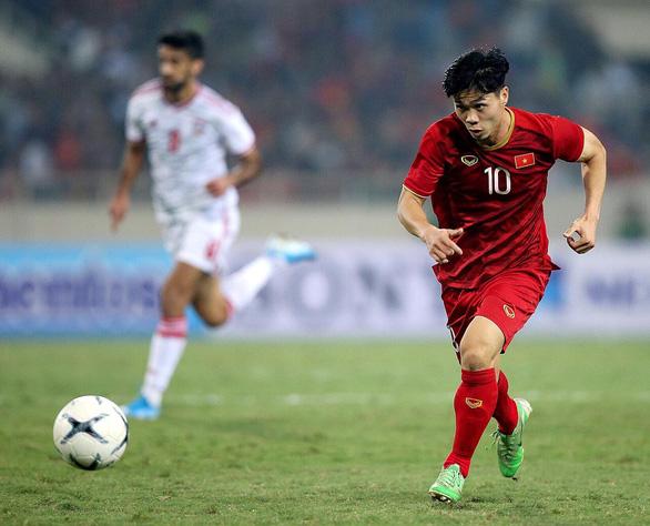 Việt Nam thắng UAE và nghịch lý Công Phượng - Ảnh 2.