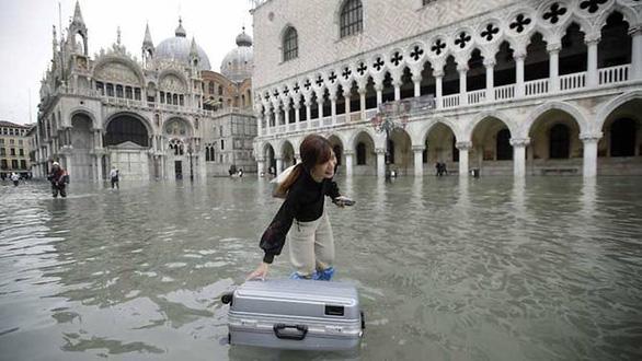 Venice ban bố tình trạng khẩn cấp vì lụt thiệt hại hàng triệu USD - Ảnh 3.