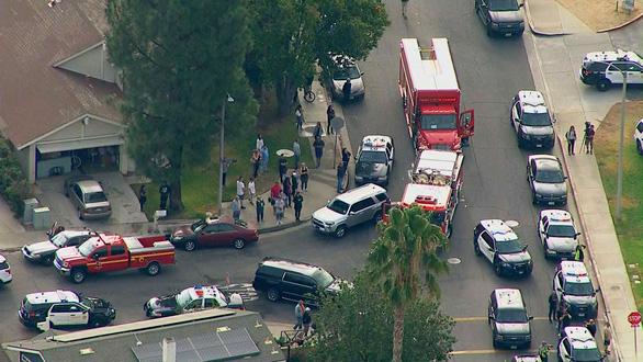 Xả súng khiến ít nhất 6 người bị thương tại trường học California - Ảnh 1.