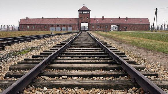 Ba Lan tố phim tài liệu về trại tập trung của Đức Quốc xã trên Netflix là sai sự thật - Ảnh 1.