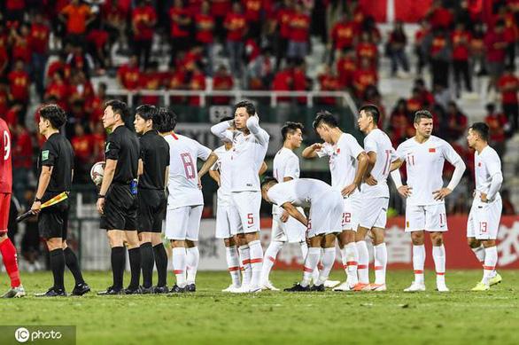 CĐV Trung Quốc: Thay Lippi cũng chẳng khác gì, phải thay hết đội tuyển thì may ra - Ảnh 1.