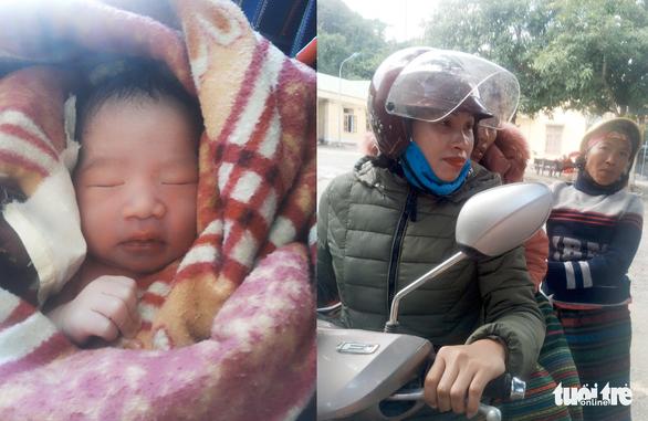 Bé trai 3kg bụ bẫm chào đời bên đường trong vòng tay các cô giáo - Ảnh 1.