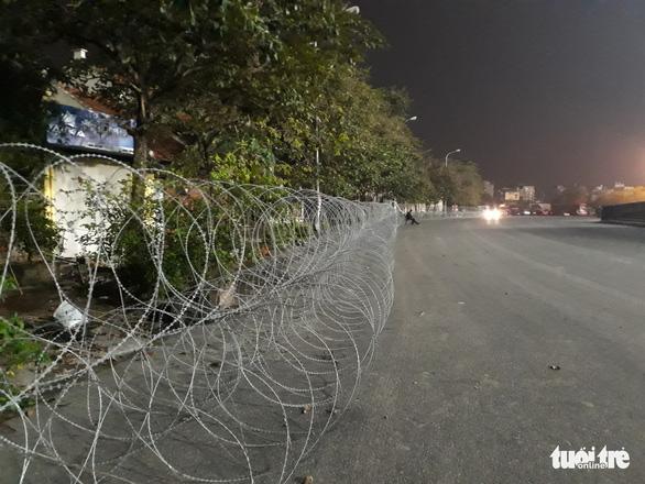 Vì sao dây thép gai giăng khủng hoảng ở Mỹ Đình trận Việt Nam - UAE? - Ảnh 3.