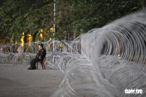 Vì sao dây thép gai giăng khủng hoảng ở Mỹ Đình trận Việt Nam - UAE? - Ảnh 1.