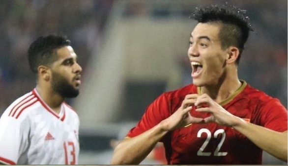 Báo chí Ả Rập ấm ức: Đội tuyển UAE thua do bị mất người - Ảnh 1.