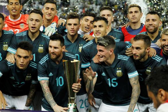 Messi ghi bàn giúp Argentina đánh bại Brazil - Ảnh 1.