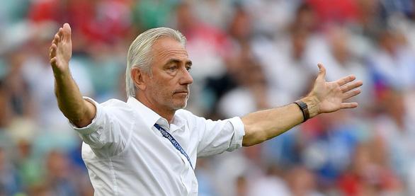 HLV Bert Van Marwijk nói vì không có VAR nên UAE mới thua Việt Nam - Ảnh 1.