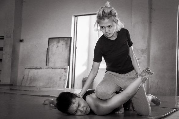 Trong thế giới nữ cascadeur - Kỳ 5: Kiều nữ... nhảy sông - Ảnh 1.