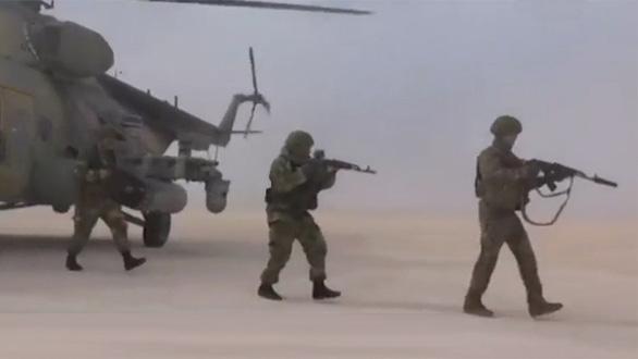 Nga tiến vào kiểm soát căn cứ không quân Mỹ bỏ ở Syria - Ảnh 1.