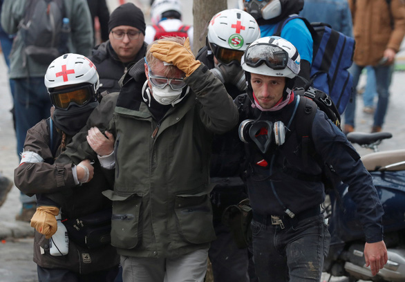 Bạo lực và đập phá trong ngày thôi nôi của phong trào 'áo vàng' - Ảnh 5.