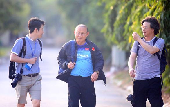 Ông Park cấm cửa phóng viên Thái Lan - Ảnh 2.