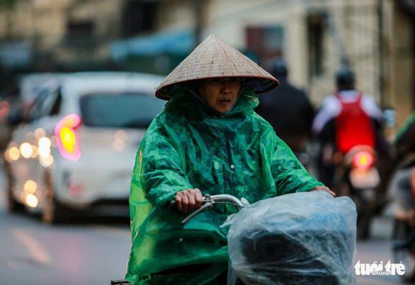 Sáng mai đầu tuần không khí lạnh sẽ đổ bộ, Bắc Bộ mưa rào - Ảnh 1.