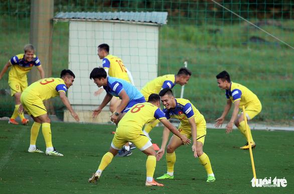 Tuyển Việt Nam vui đùa trong bài tập tranh chấp chờ đấu với Thái Lan - Ảnh 3.