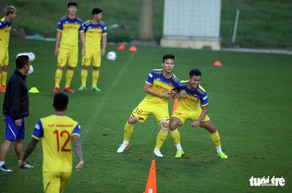 Tuyển Việt Nam vui đùa trong bài tập tranh chấp chờ đấu với Thái Lan - Ảnh 4.