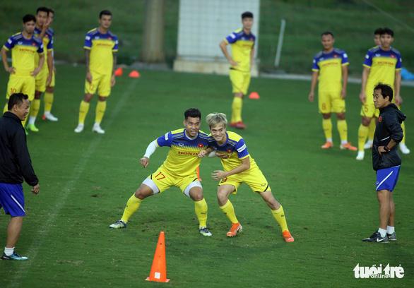 Tuyển Việt Nam vui đùa trong bài tập tranh chấp chờ đấu với Thái Lan - Ảnh 5.