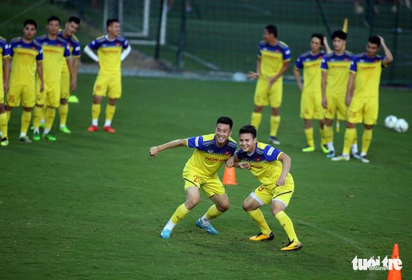 Tuyển Việt Nam vui đùa trong bài tập tranh chấp chờ đấu với Thái Lan - Ảnh 6.