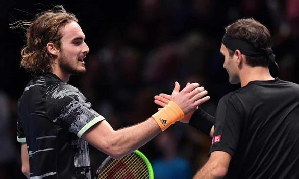 Thất bại trước Tsitsipas, Federer dừng bước ở bán kết ATP Finals - Ảnh 1.