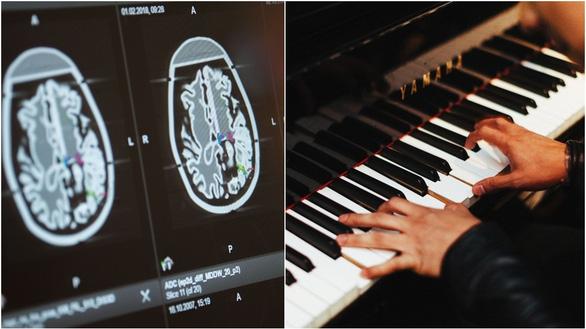 Kỳ lạ nghệ sĩ chơi piano trong khi được phẫu thuật não - Ảnh 1.