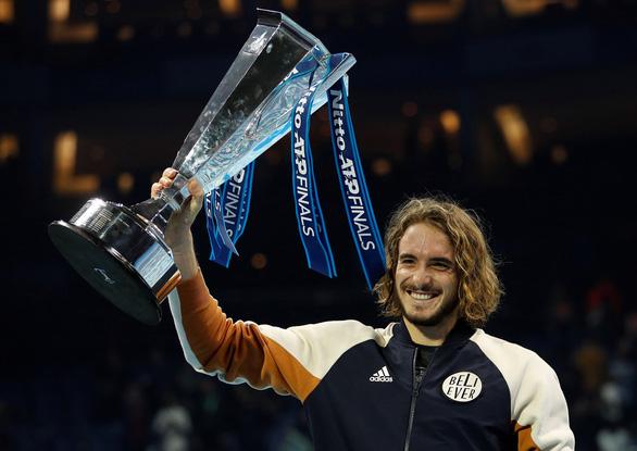 Hạ Dominic Thiem, Tsitsipas trở thành tay vợt trẻ nhất vô địch ATP Finals từ năm 2001 - Ảnh 1.