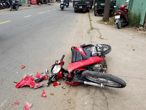 Tài xế quên chìa khóa, xe bị trộm, gây tai nạn liên hoàn - Ảnh 2.